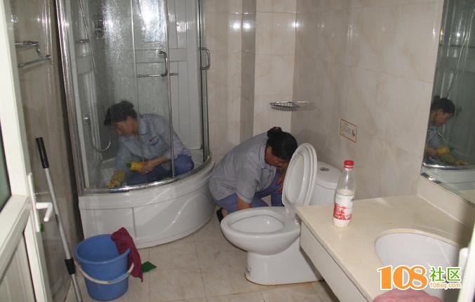 """临安酒店启动""""移动猫眼""""监控保洁员打扫过程......"""
