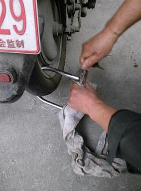 电动车U型锁坏了,打不开!请问找开锁的能打开吗?