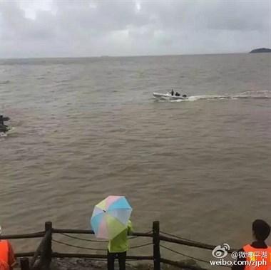 """耍流氓?一游客被九龙山的巨浪堵在了""""美人礁""""上……"""