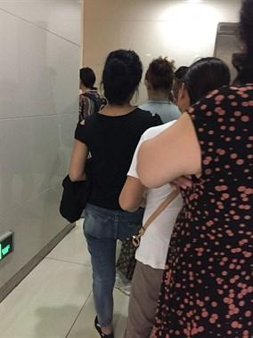 云南机场厕所要排长队真的好烦