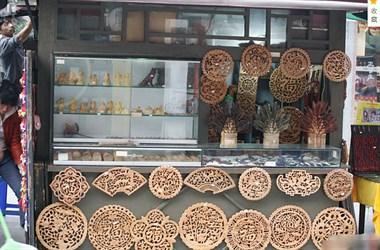 各种木雕饰品