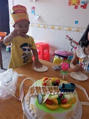 昨天儿子三周岁生日