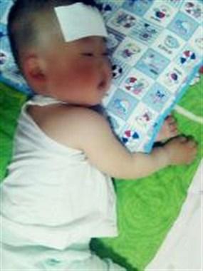 急死人!我家一岁多宝宝凌晨反复发烧,身体哆嗦,这怎么回事