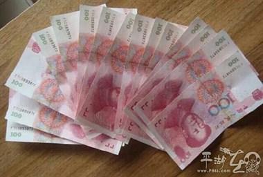 中年妇女卖布鞋竟是为了讹钱,身上藏有19张假钞