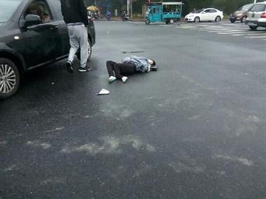 平湖永兴路附近发生车祸,车主伤势严重已送往医院