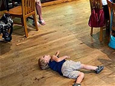 婆媳关系好坏影响带娃质量?目睹一亲奶奶亲手推倒2岁宝宝