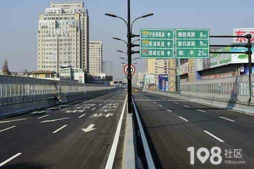 杭州高架桥面发现一具女尸 身上有被碾压痕迹