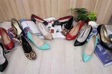 奇葩!51岁男子瞒老婆偷少妇高跟鞋自己穿,只为过把瘾