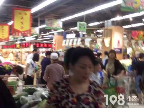 厉害了!富阳某超市打八折促销,一大早就人山人海