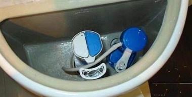 马桶上两个冲水按钮该怎么按才对?原来这么多年我都搞错了!