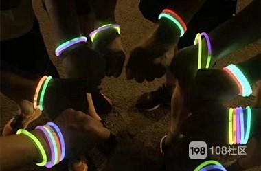 不早一时也不晚一时,108荧光夜跑踏风而行!