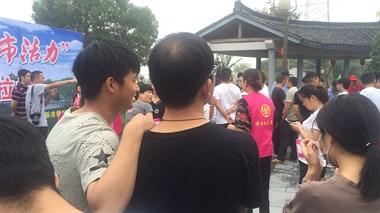 新市镇舍渭村举行2.5公里马拉松