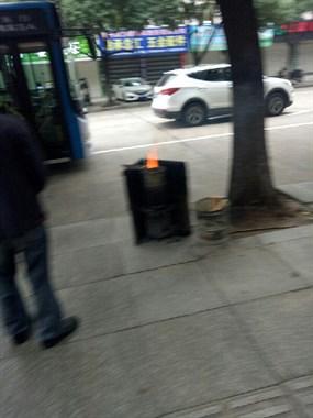 这里烟火正盛,为何?