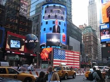 厉害了!天台小伙竟然登上纽约时代广场大屏幕,他有啥来头?