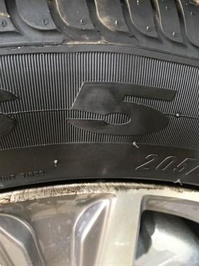 汽车轮胎鼓包