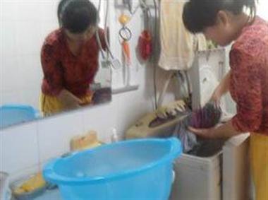 婆婆给儿媳洗内裤做家务,却因这事被儿媳说成帮外人要赶走
