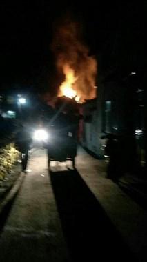 衢州一男子因琐事与母亲争吵,一脚踢翻煤气罐烧掉房子