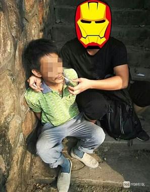 嵊州男用菜刀连砍女子头手,抢30元潜逃消失!22年后终…