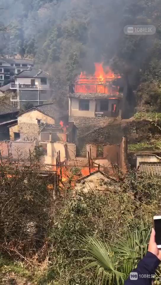 外婆坑一场无情大火,13位村民无家可归!这群天使来了