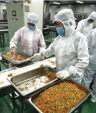 为学生提供安全温暖的营养午餐