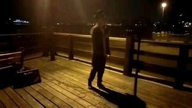 海滨公园偶遇舟山版林俊杰  歌声一点不输给明星!