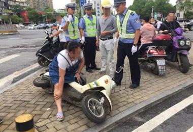 昌南路口一男子驾无牌摩托闯关 逃跑撞人被拘留!车还是借的