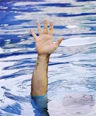 男孩瀑布上行走跌落溶岩水坑 3天后尸体被发现