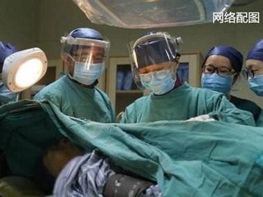 80岁外公肠穿孔送医查肿瘤,手术身体吃不消!作为子女咋办
