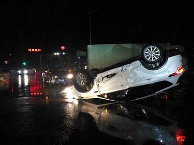 下雨天,大家请谨慎驾驶。
