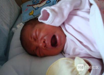 半个月来宝宝晚上睡觉天天都哭,莫非真是那次走夜路惹的祸?