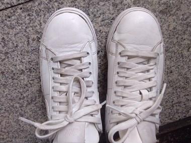 大品牌也靠不牢?几百块的鞋开胶变黑!50块的鞋却让我惊喜
