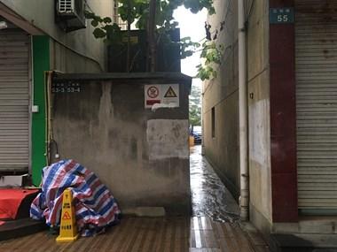 东联村还有违规违约建筑