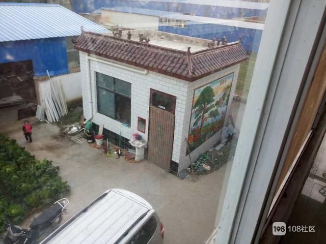 晒晒农村婆家的婚房,厨房超霸气,院里壁画大得吓人,你见过吗?
