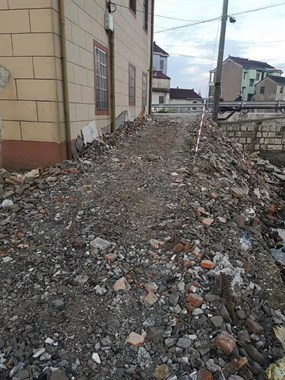 怎么办?道墟有人私自填路造河坝,可怜我们家的房子遭殃了!