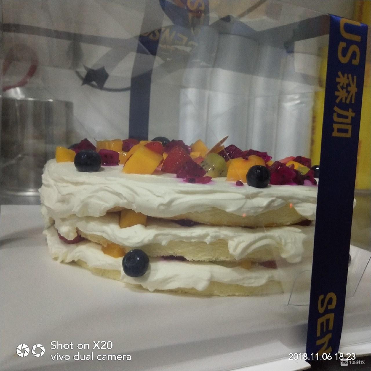 火大!298元的蛋糕是这个样子?商家回复我:蛋糕师新来的