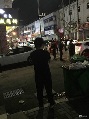 崧厦一摊贩和城管起冲突,一城管受伤现场警戒线已拉起