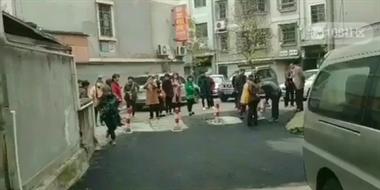 这回真闹大了!普发公寓今天又起争执,连救护车都来了