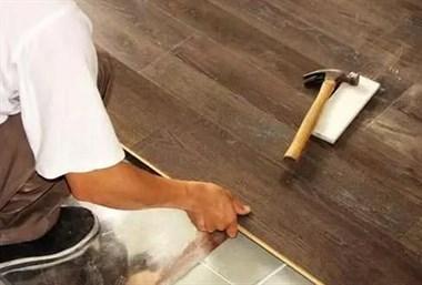 原来旧地砖不用撬就能直接铺木地板,后悔我家贴错了被骗了点钱!