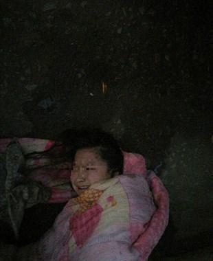 有认识的吗?曹娥贺盘村村民在运河中救起一名女子
