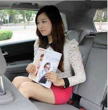开车和女同事外出谈生意,她总是坐这个位置,心里感觉怪怪的