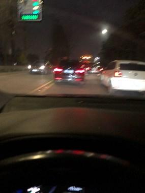 路上开车老是遇到这种事情,我都快得路怒症了!