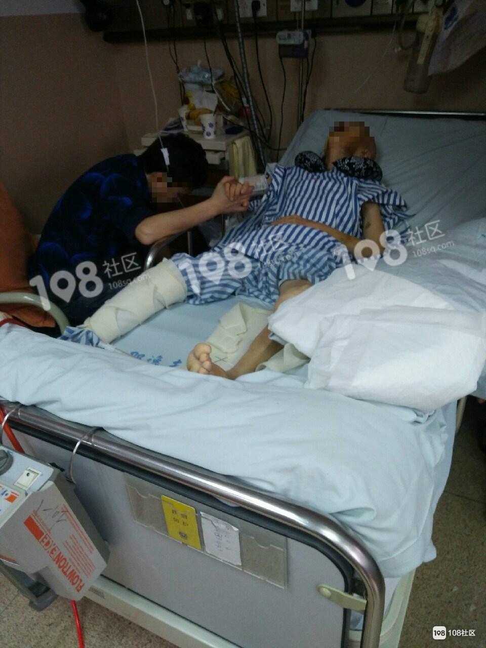 老妈生病住院,护工晚上为了睡觉竟把老人手脚绑起来