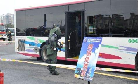 吓人!柯桥一男子提大包坐公交称是爆炸物!吓坏司机和乘客