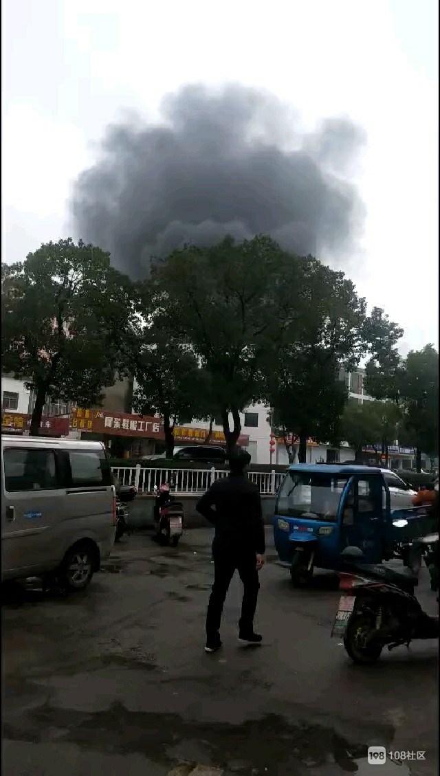 夹浦环沉一工厂突发大火,现场有人尖叫,形势紧张!