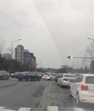 为什么铜山桥的十字路口有了箭头灯更堵了?