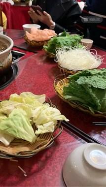 这么生猛!安吉美女去云南旅游,竟然吃这虫子!你们敢吃吗?