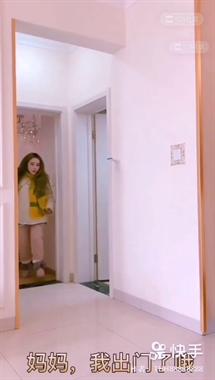 妹子跟着小伙做早操,不料这个举动让她追着跑!
