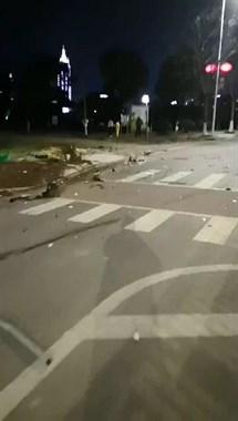 视频:西区大草原一路虎飞车撞人,司机涉嫌酒驾