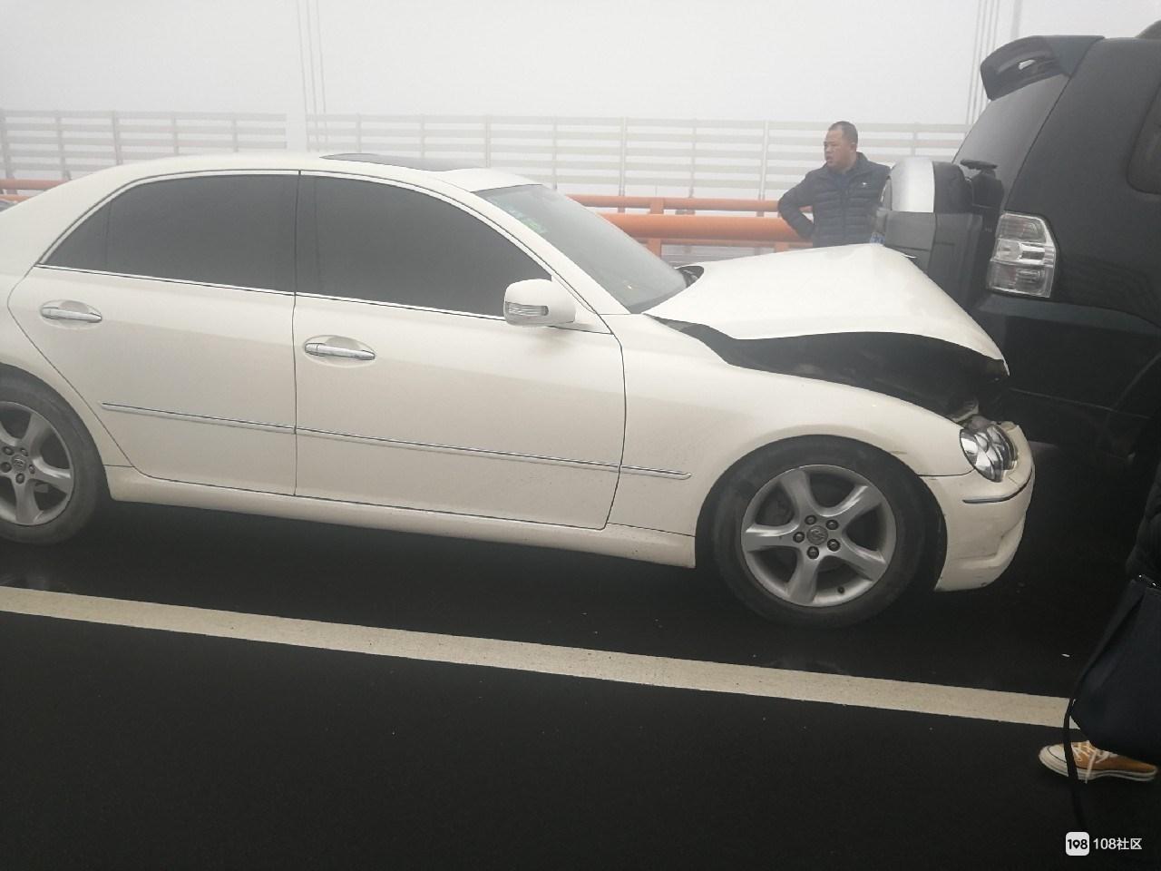 西堠门大桥8车连撞 后方起码40多辆车积压遭殃了!