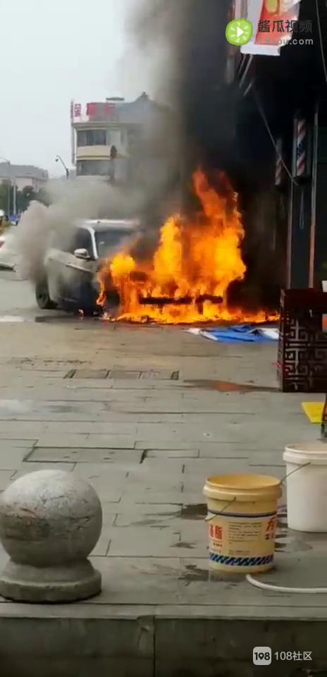 宝马因店铺烧香起火?消防:未看到烧香原因待查